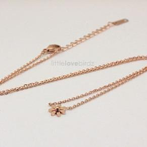 18K Rose Gold Daisy Flower Necklace..